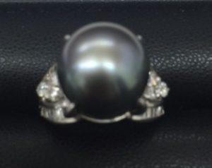 黒蝶パールダイヤリング