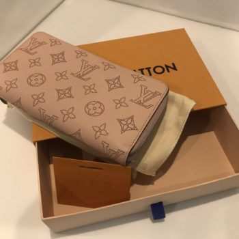 ルイヴィトン ラウンドファスナー ジッピー ウォレット モノグラム マヒナ マグノリア  M61868 付属 箱 保存袋 買取価格 ¥65,000