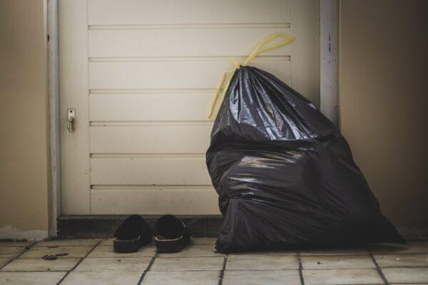 ゴミ袋を用意する