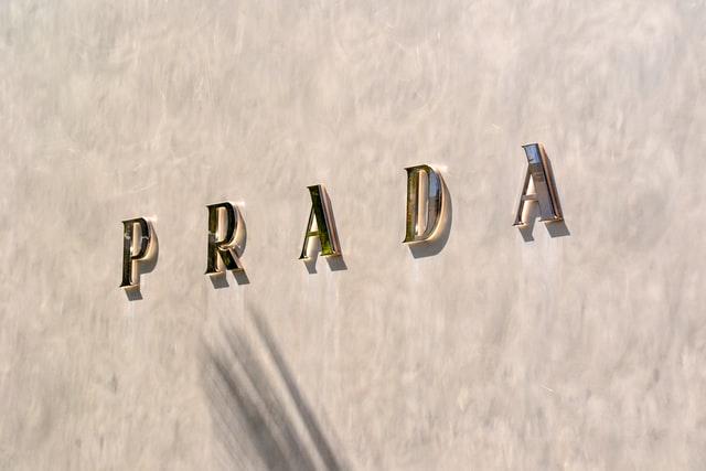プラダの買取実績が多い店舗に持ち込む